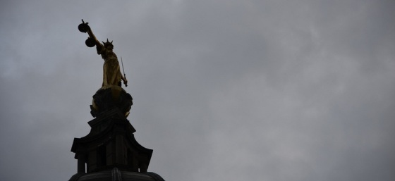 FW Pomeroy's statue of Justice atop the Old Bailey by Ben Sutherland from Flickr (Creative Commons License)